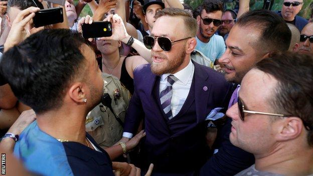 Image - McGregor says referee stopped fight earl