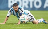 Messy assist sends Argentina to quarters